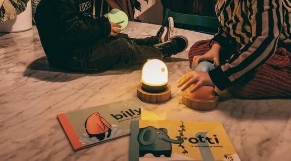Krenite u avanturu s vašim klincima uz Yumi Yay svjetiljke i knjige!